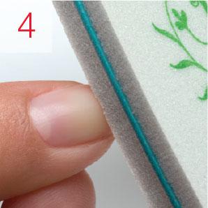 Sanitizar las manos y uñas del cliente. Empujar hacia a trás la cutícula.